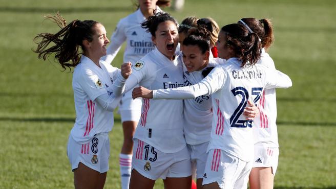 Las futbolistas del Real Madrid femenino celebran un gol