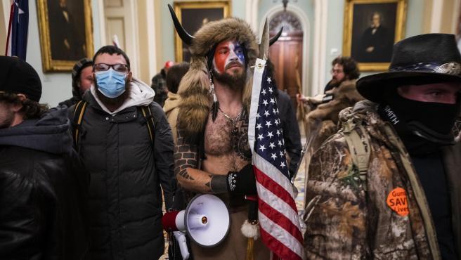 Seguidores de Donald Trump asaltan el Capitolio.
