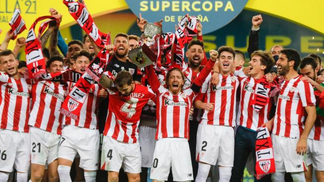 El Athletic levanta la Supercopa