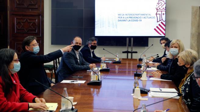 El president de la Generalitat, Ximo Puig, preside la reunión de la Mesa Interdepartamental para la Prevención y Actuación ante la COVID-19