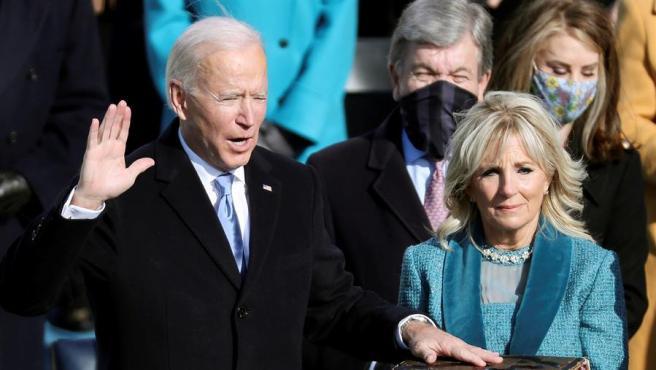 Joe Biden jura ante la biblia su toma de posesión como 46º presidente de los Estados Unidos