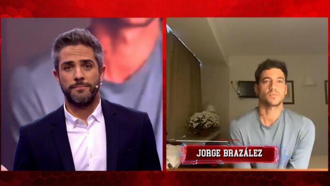 Roberto Leal conecta con Jorge Brazález mientras este se encuentra confinado por contacto con un positivo de Covid.