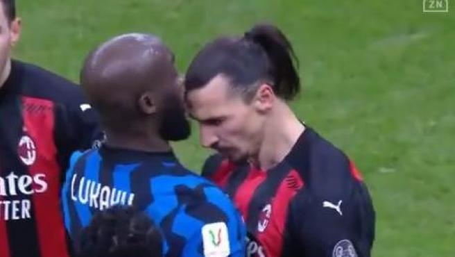 Lukaku e Ibrahimovic se enzarzan en la Copa de Italia.