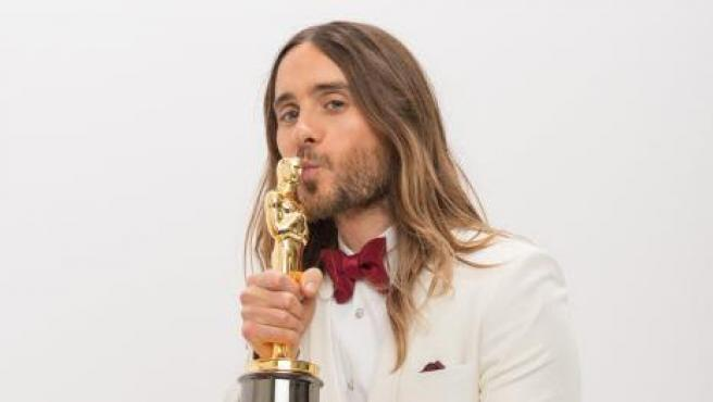Jared Leto con su Oscar a mejor actor de reparto por 'Dallas Buyers Club' en 2014.