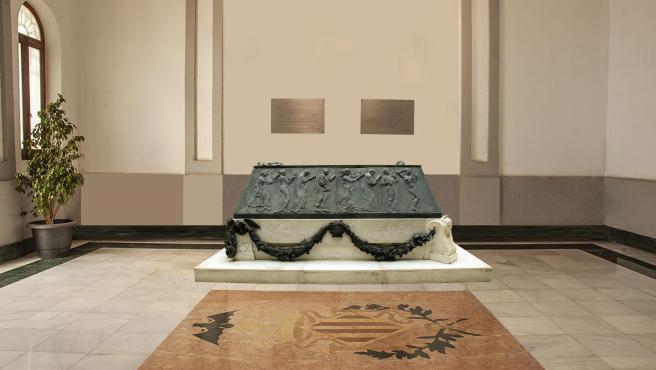 El elemento funerario del político y escritor fue esculpido por Mariano Benlliure.