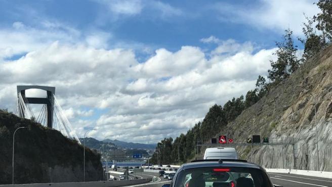 Autopista AP-9, en la entrada al puente de Rande, procedente de Pontevedra.