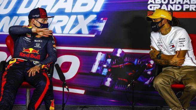 Max Verstappen y Lewis Hamilton, en una rueda de prensa