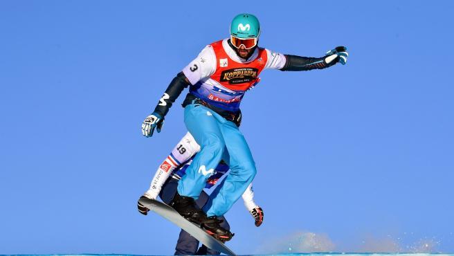Lucas Eguibar, durante el Mundial de snowboard cross