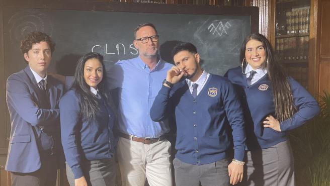 El pequeño Nicolás, Dakota, Pedro García Aguado, Omar Montes y Saray en la promo de 'El internado'