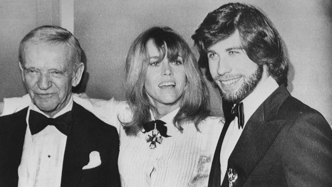 Fred Astaire, Jane Fonda y John Travolta en los Globos de Oro de 1979