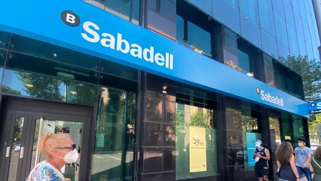 Una oficina del Banco Sabadell en Madrid.