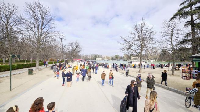 El parque del Retiro se ha llenado de madrileños este domingo, 28 de febrero.