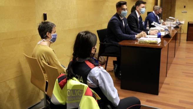 La madre que mató a su hija en Girona durante el primer día de juicio, el 1 de marzo de 2021.