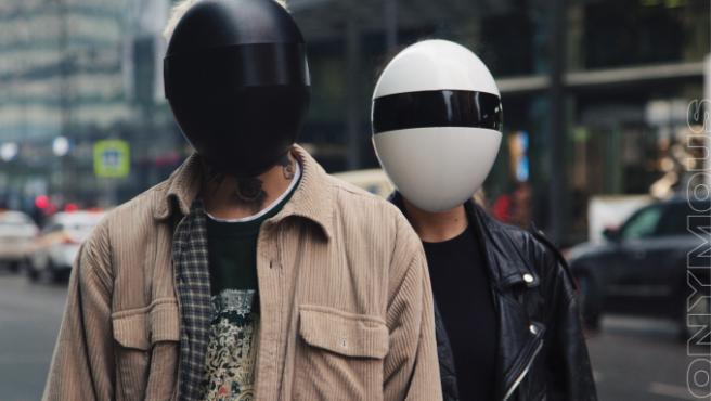 Este es el aspecto de las máscaras, aunque podrían parecer miembros de la banda DaftPunk.