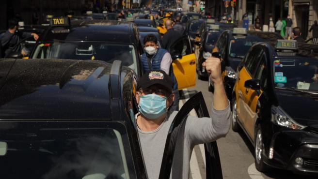 Manifestación de taxistas contra el regreso de Uber a Barcelona.