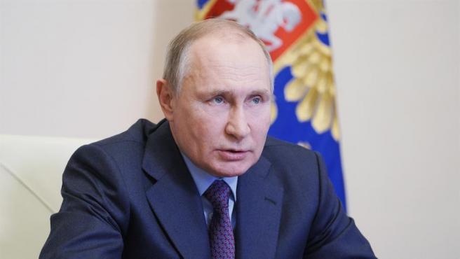 El presidente ruso Vladimir Putin atendiendo a los medios.