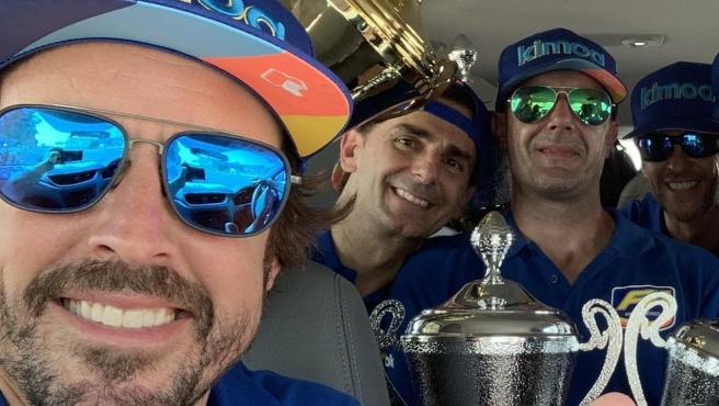Fernando Alonso y Pedro de la Rosa, tras unas 24 horas de Dubái de karts