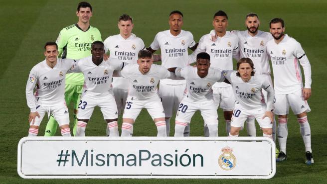 El Real Madrid posa con el 'Misma pasión' de Misa Rodríguez