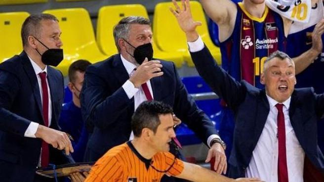 Antonio Conde, el árbitro del Clásico de baloncesto.