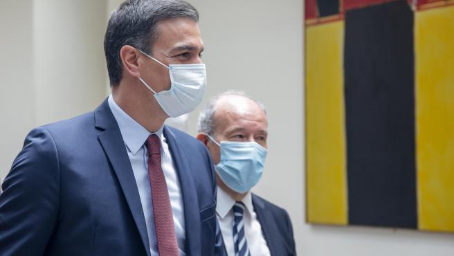 El presidente del Gobierno, Pedro Sánchez; y el ministro de Justicia, Juan Carlos Campo.