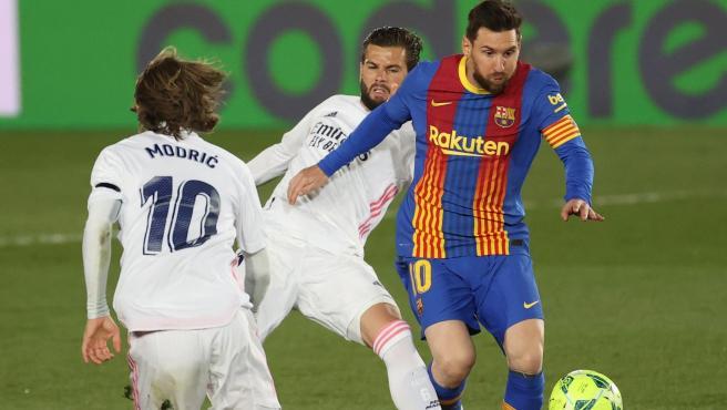 Messi, durante el Real Madrid - Barcelona