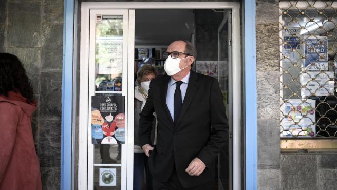 El candidato del PSOE a la Presidencia de la Comunidad de Madrid, Ángel Gabilondo, visita la localidad de Rivas-Vaciamadrid