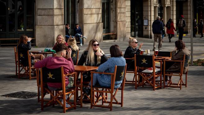 Aspecto de una terraza de un bar en el centro de Barcelona.
