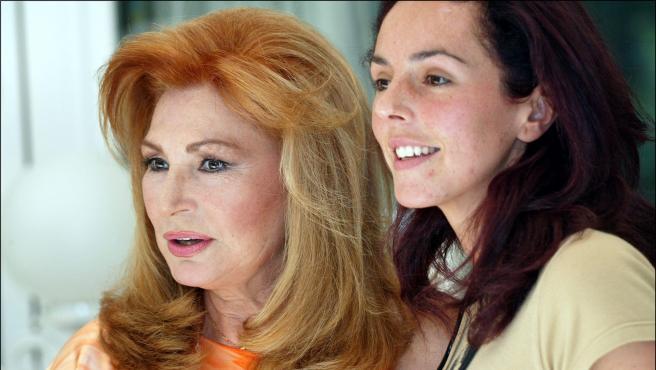 Rocío Jurado, junto a su hija Rocío Carrasco en el año 2004.