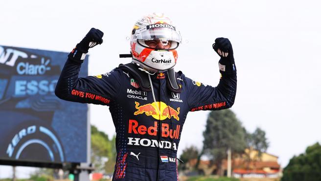 Max Verstappen celebra su victoria en Imola