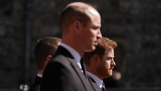 Los príncipes Guillermo y Harry en el funeral del duque de Edimburgo, en abril de 2020.