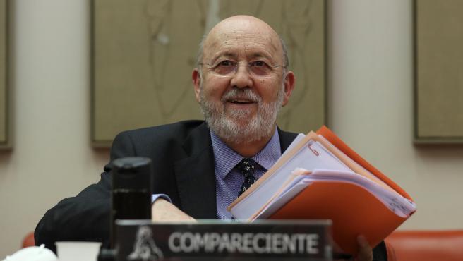 El presidente del CIS, José Felix Tezános, comparece en la Comisión Constitucional del Congreso