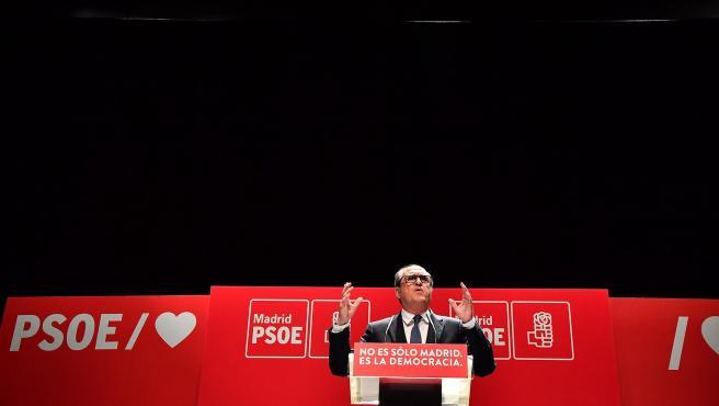 Ángel Gabilondo, candidato del PSOE a la Comunidad de Madrid, durante un acto de campaña.