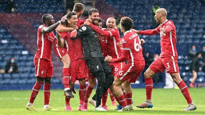 Liverpool celebrate Alisson's goal