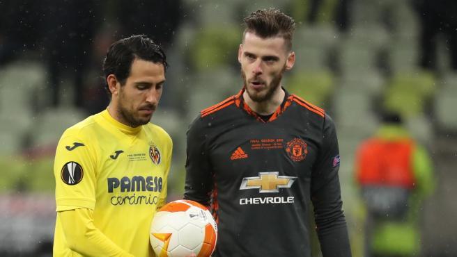 David de Gea tries to make Dani Parejo nervous before a penalty in the Europa League final