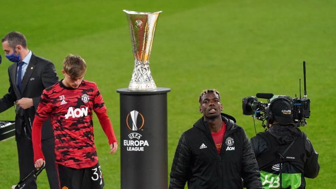 Jugadores del Manchester United tras recoger su medalla