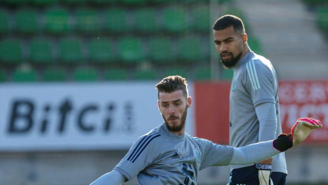 David de Gea and Robert Sánchez in a training session for the Spanish team.