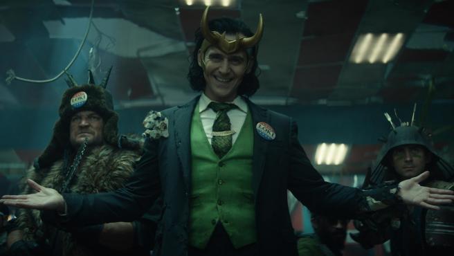 ¡Vota a Loki! El protagonista (Tom Hiddleston), con el traje de candidato a presidente de EE UU que lució en los cómics