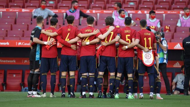 La selección española de fútbol posa antes de un partido