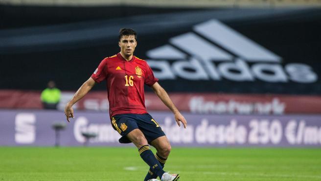 Rodrigo Hernández, durante un partido de la selección española