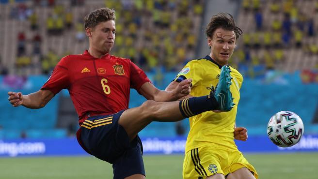 Marcos Llorente frente a Edkan, durante el España - Suecia de la Eurocopa