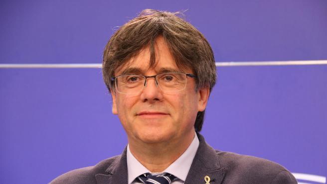 El líder de JxCat, Carles Puigdemont, durante una rueda de prensa en el Parlamento Europeo.