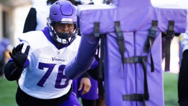 Jaylen Twyman, jugador de los Minnesota Vikings de la NFL