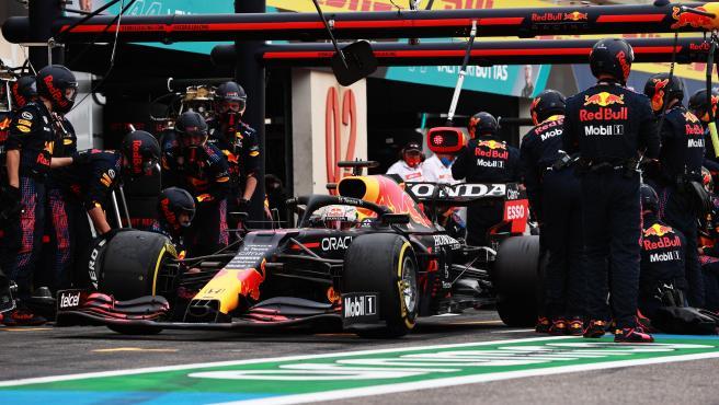 Max Verstappen, durante un cambio de neumáticos en boxes en el GP de Francia