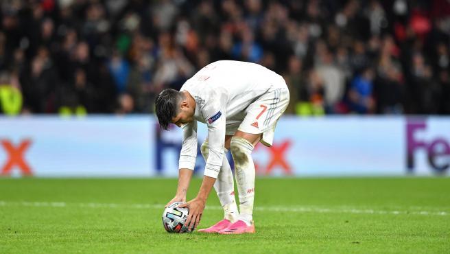 Morata, antes de lanzar su penalti contra Italia