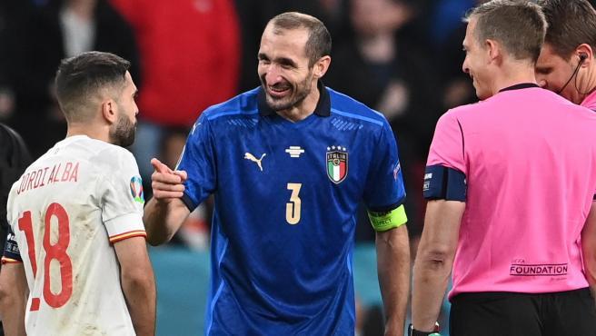 Jordi Alba y Chiellini, antes de la tanda de penaltis