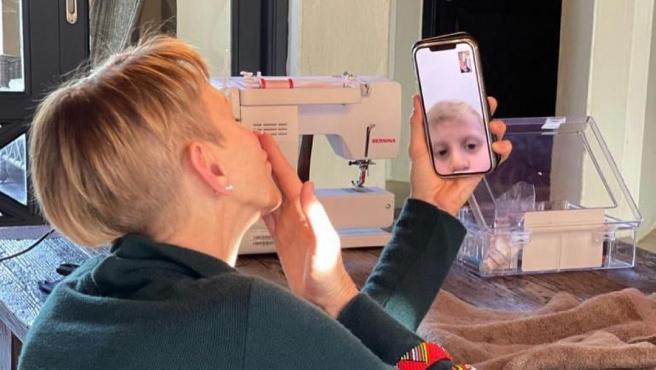 La princesa comparte momentos con sus hijos por medio de videollamadas.