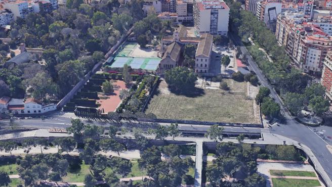 El solar del futuro Jardín Trini Simó se encuentra entre el Botánico, el Jardín del Turia, la gran vía Fernando el Católico y el antiguo colegio de los Jesuitas.