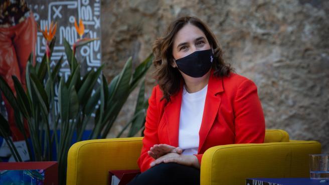 La alcaldesa de Barcelona, Ada Colau, durante una rueda de prensa.