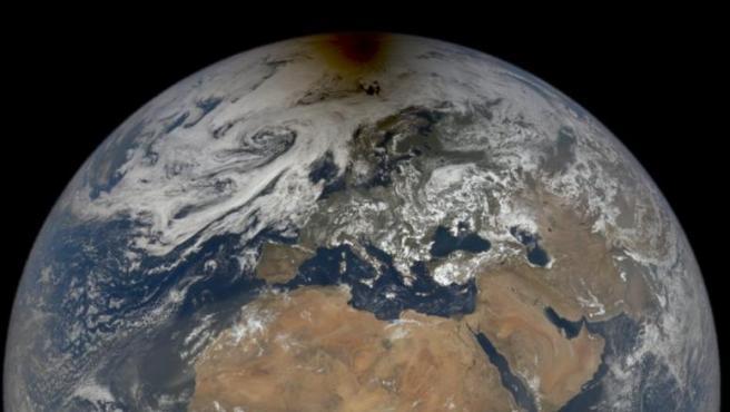 Imagen de la Tierra durante el eclipse solar del 10 de junio.