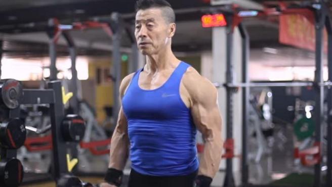 Xinmin Yang, en pleno ejercicio.